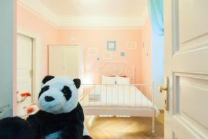 Say Hello Panda Jack Apartment