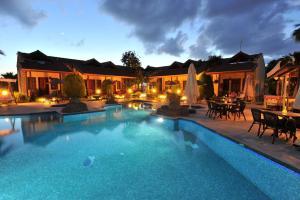 Grenadine Lodge
