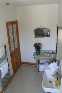 Easter Cottage B&B, Bed and breakfasts  Gurnard - big - 3