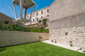 Intalloi, Bed & Breakfasts  Noto - big - 37