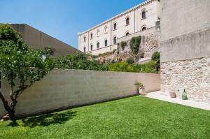 Intalloi, Bed & Breakfasts  Noto - big - 38