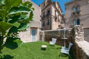 Intalloi, Bed & Breakfasts  Noto - big - 39