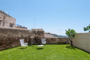 Intalloi, Bed & Breakfasts  Noto - big - 40