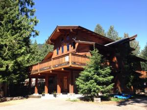 Alpine Lodge Whistler - Accommodation - Whistler Blackcomb