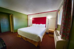 Hotel Review: Budget Inn – Photos, Prices & Deals