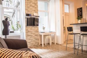 SHR Romeo's Apartment, Апартаменты  Будапешт - big - 21