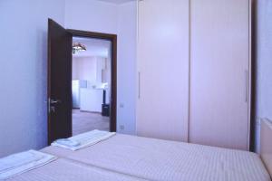 New apartment 2 in the city center, Appartamenti  Batumi - big - 14