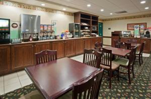 Country Inn & Suites by Radisson, St. Cloud East, MN, Отели  Saint Cloud - big - 34