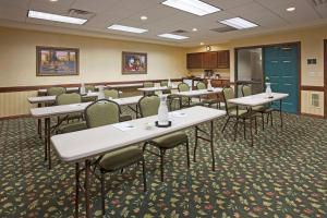 Country Inn & Suites by Radisson, St. Cloud East, MN, Отели  Saint Cloud - big - 30
