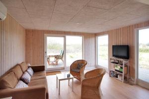 Three-Bedroom Holiday Home Sivsangervænget 01, Ferienhäuser  Hemmet - big - 14