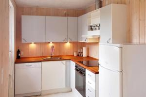 Three-Bedroom Holiday Home Sivsangervænget 01, Ferienhäuser  Hemmet - big - 12