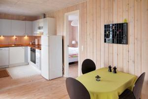 Three-Bedroom Holiday Home Sivsangervænget 01, Ferienhäuser  Hemmet - big - 11