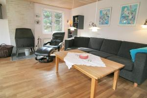 Three-Bedroom Holiday Home Vesten with a Sauna 06, Case vacanze  Sønderho - big - 8