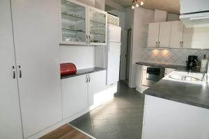 Three-Bedroom Holiday Home Vesten with a Sauna 06, Case vacanze  Sønderho - big - 4