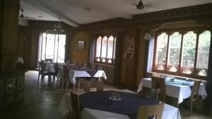 Hotel Zangdo Pelri