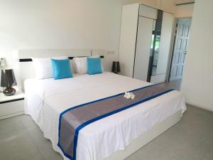 Padel Phangan Suite, Апартаменты  Чалоклам - big - 6