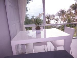 Padel Phangan Suite, Апартаменты  Чалоклам - big - 19