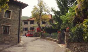 Graziosa Villetta In Pietra In Antico Paesino Toscano