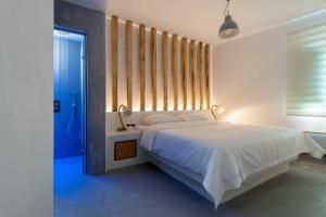 Neptune Luxury Suites(Akrotiri)