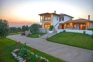 Villa Almira Luxury, Уранополис
