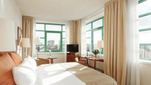 Waterside Room with River View