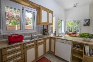 Kalamaki Residence, Holiday homes  Kato Galatas - big - 14