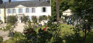 Demeure de Villiers, Bed and Breakfasts  Coudeville - big - 44
