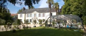 Demeure de Villiers, Bed and Breakfasts  Coudeville - big - 1