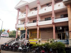 拉威奇嵐執行酒店 (Hotel Ravikiran Executive)