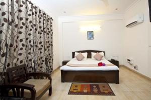 Price OYO Rooms Noida Electronic City