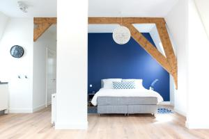Neude Apartments by H.C.A(Utrecht)