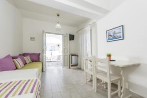 Nissos Thira, Hotels  Fira - big - 9