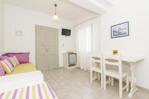 Nissos Thira, Hotels  Fira - big - 11