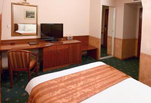 Hotel Glam, Отели  Скопье - big - 32