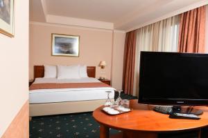 Hotel Glam, Отели  Скопье - big - 6