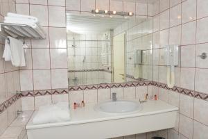 Hotel Glam, Отели  Скопье - big - 9