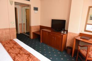 Hotel Glam, Отели  Скопье - big - 11
