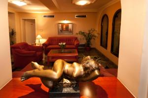 Hotel Glam, Отели  Скопье - big - 40
