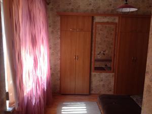 Rooms near the sea, Vendégházak  Jevpatorija - big - 19