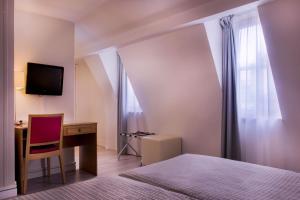 Париж - Hotel Le Compostelle