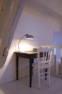 La petite maison d'à côté, Ferienhäuser  Saint-Aignan - big - 9