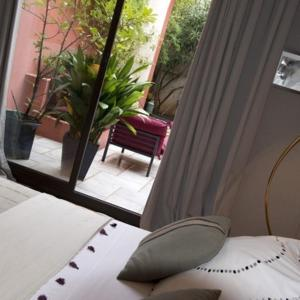 Les Chambres de l'Abbaye, Bed and Breakfasts  Marseille - big - 20