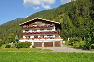 Haus am Waldrand, Guest houses  Bach - big - 19