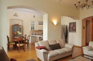 Apartment On Griboedova 12