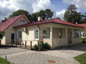 Allee Holiday House