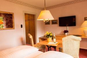 Garden-Hotel Reinhart, Отели  Прин-ам-Кимзее - big - 8