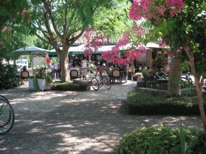 Les Milandes, Case vacanze  Envaux - big - 15