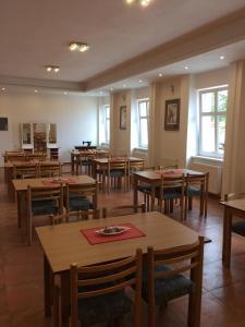 Hotel Pod Stráží, Hotel  Lhenice - big - 72