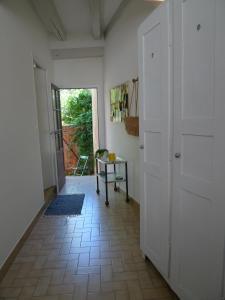 La petite maison d'à côté, Ferienhäuser  Saint-Aignan - big - 4