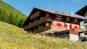 Haus Belle-Vue, Apartmány  Saas-Fee - big - 61
